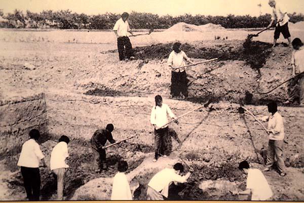 1974年,发掘现场。.jpg