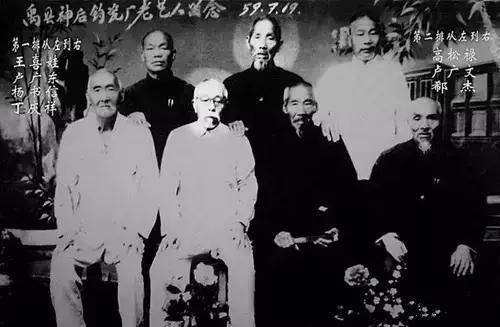 第一排从左至右:王喜娃、卢广东、杨书信、丁庆祥。 第二排从左至右:高松禄、卢广文、郗杰.jpg